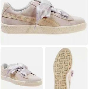 Puma Suede Ladies Shoes Brand New in Box size 8
